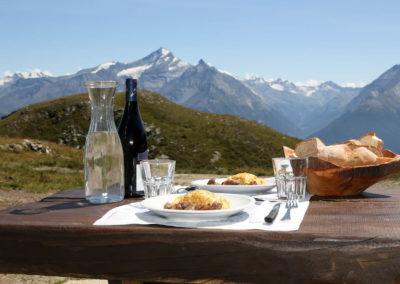 Rifugio-mont-fallere-VALLE D'AOSTA - Pranzo al rifugio (foto Enrico Romanzi)-2582